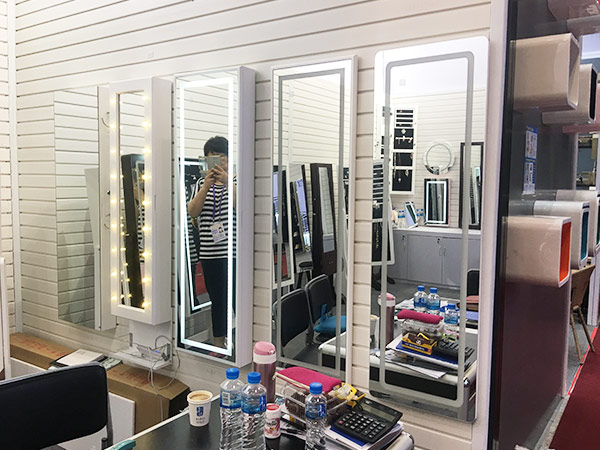 Why People Use A Makeup Desk With A Mirror And Lights